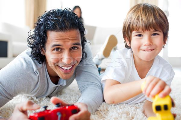 Baba oğul oynama video oyunları zemin livingroom Stok fotoğraf © wavebreak_media