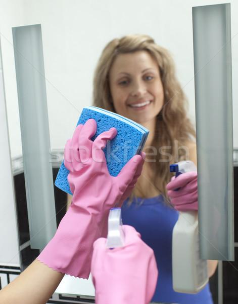 женщину очистки зеркало домой Сток-фото © wavebreak_media