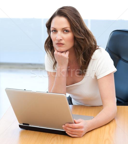 Portré komoly üzletasszony dolgozik laptop asztal Stock fotó © wavebreak_media