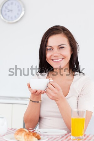 Iyi görünümlü kadın kahvaltı mutfak meyve Stok fotoğraf © wavebreak_media