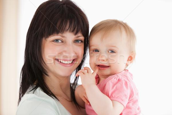 きれいな女性 赤ちゃん 腕 立って リビングルーム ストックフォト © wavebreak_media