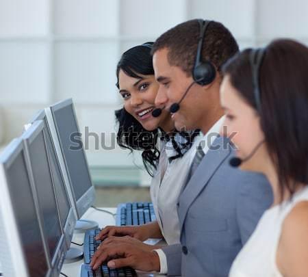 Vásárló asszisztens dolgozik ügyfélszolgálat számítógép iroda Stock fotó © wavebreak_media