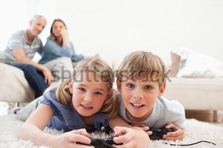 счастливым позируют ковер родителей гостиной Сток-фото © wavebreak_media