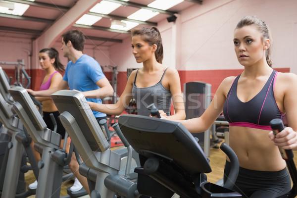 Quatre personnes étape gymnase sport santé Photo stock © wavebreak_media