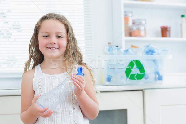 Mosolyog lány tart műanyag üveg újrahasznosítás Stock fotó © wavebreak_media