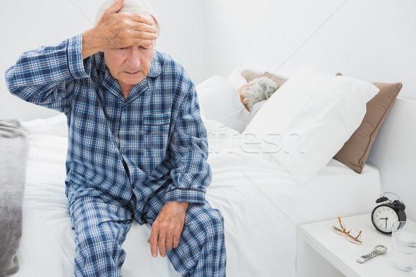 Idős férfi szenvedés fej fájdalom hálószoba Stock fotó © wavebreak_media