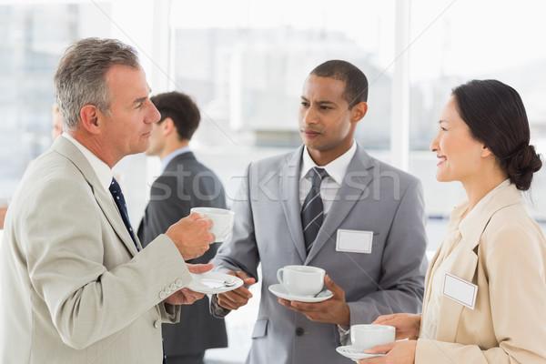 üzletemberek beszél kávé konferencia iroda boldog Stock fotó © wavebreak_media