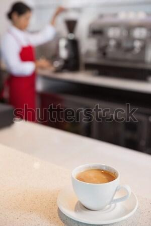 Beker koffie counter cafe vrouw baan Stockfoto © wavebreak_media
