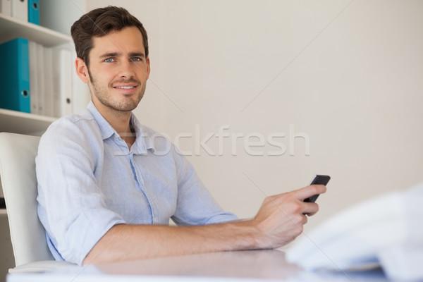 Lezser boldog üzletember küldés szöveg asztal Stock fotó © wavebreak_media