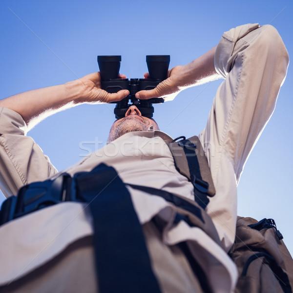 Wandelaar naar verrekijker land parcours Stockfoto © wavebreak_media