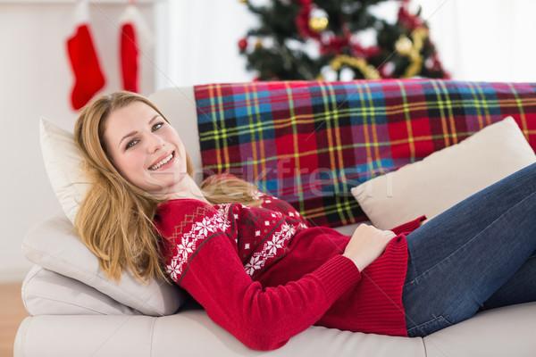 Uśmiechnięta kobieta kanapie patrząc kamery domu salon Zdjęcia stock © wavebreak_media