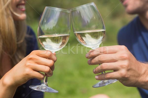 Cute paar witte wijn home tuin Stockfoto © wavebreak_media