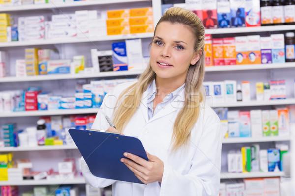薬局 インターン 書く クリップボード 病院 女性 ストックフォト © wavebreak_media