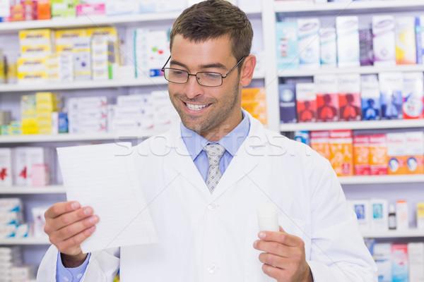 Felice farmacista guardando prescrizione ospedale farmacia Foto d'archivio © wavebreak_media