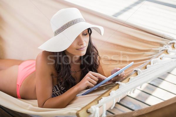 довольно брюнетка расслабляющая гамак патио Сток-фото © wavebreak_media