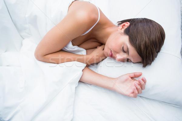 Vreedzaam brunette slapen home slaapkamer vrouwelijke Stockfoto © wavebreak_media
