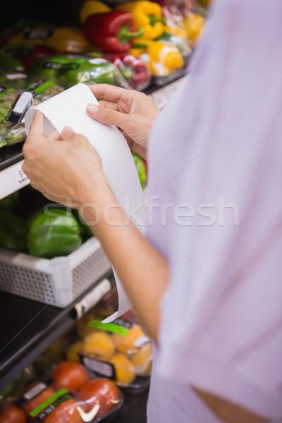 Nő olvas vásárlás lista közelkép kilátás Stock fotó © wavebreak_media