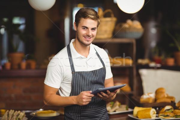 красивый официант таблетка портрет кофейня Сток-фото © wavebreak_media