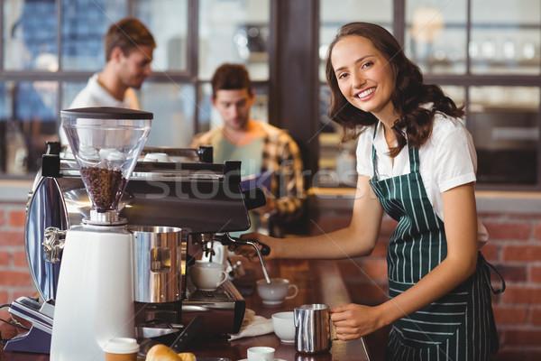 Güzel barista fincan kahve portre Stok fotoğraf © wavebreak_media