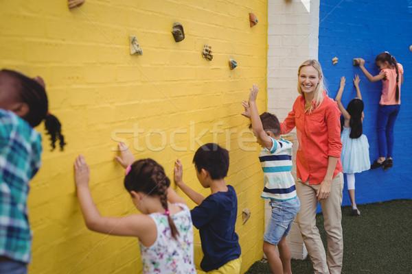 тренер дети скалолазания стены школы девушки Сток-фото © wavebreak_media