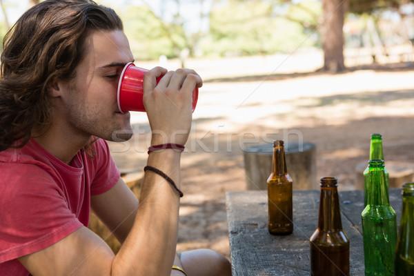 Mann trinken Bier Einweg- Glas Park Stock foto © wavebreak_media