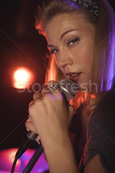 Portret piękna kobiet piosenkarka nightclub Zdjęcia stock © wavebreak_media