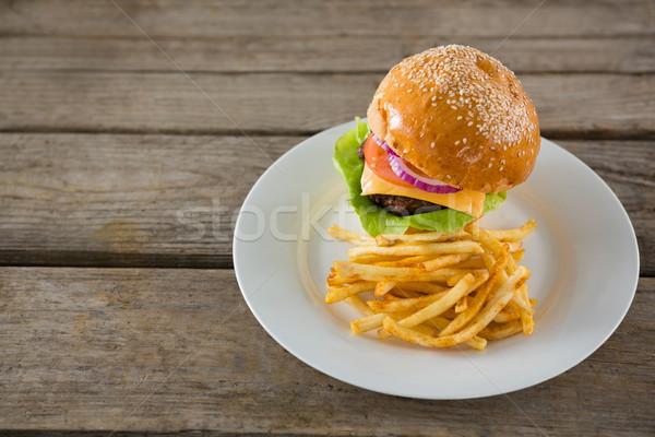 Magasról fotózva kilátás hamburger sültkrumpli felszolgált tányér Stock fotó © wavebreak_media