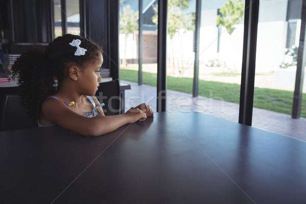 Figyelmes lány iskola ül asztal gyermek Stock fotó © wavebreak_media
