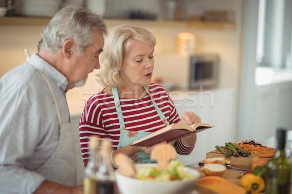 Lezing recept boek maaltijd keuken Stockfoto © wavebreak_media
