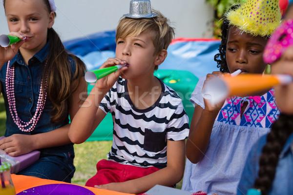 Gyerekek fúj agancs születésnap lány buli Stock fotó © wavebreak_media