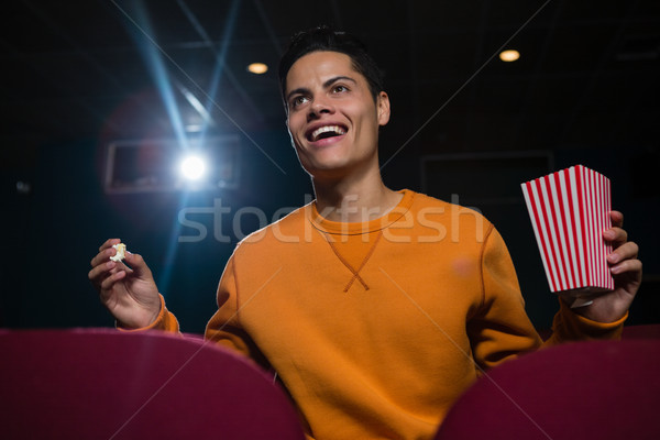 Heureux homme popcorn regarder film théâtre Photo stock © wavebreak_media