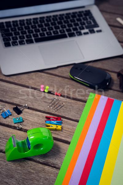 Laptop digital comprimat masa de lemn Imagine de stoc © wavebreak_media