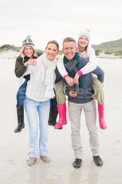 Glückliche Familie genießen nice Tag heraus Strand Stock foto © wavebreak_media