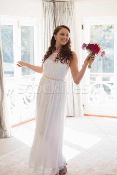 красивой невеста букет домой Сток-фото © wavebreak_media