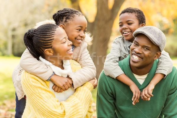肖像 小さな 笑みを浮かべて 家族 ピギーバック 少女 ストックフォト © wavebreak_media