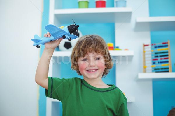 Mały chłopca gry zabawki płaszczyzny pokój Zdjęcia stock © wavebreak_media