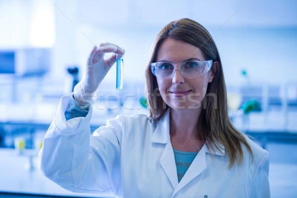 Cientista olhando test tube laboratório universidade mulher Foto stock © wavebreak_media