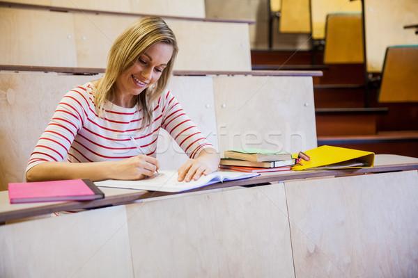 Gericht vrouwelijke student schrijven merkt universiteit Stockfoto © wavebreak_media