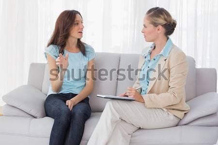 Fiatal nő magyaráz problémák pszichológus ül kanapé Stock fotó © wavebreak_media