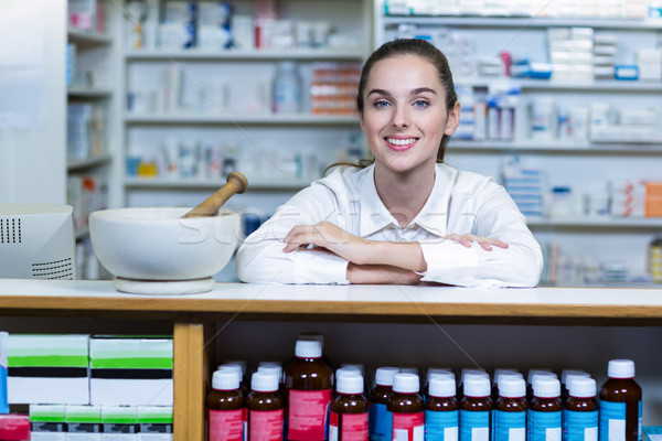 Sorridente farmacêutico sessão contrariar farmácia retrato Foto stock © wavebreak_media