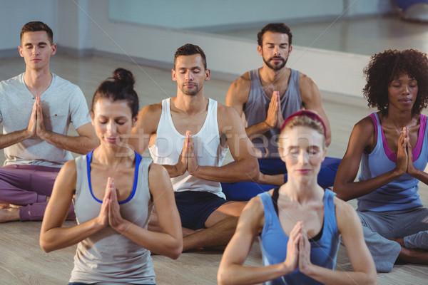 Grupy ludzi jogi fitness studio szczęśliwy Zdjęcia stock © wavebreak_media