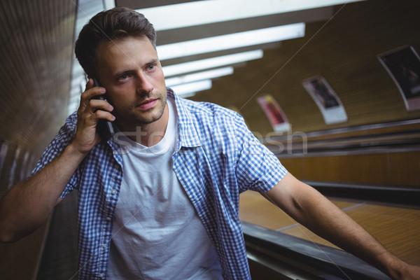 Jóképű férfi beszél mobiltelefon mozgólépcső vasút vágány Stock fotó © wavebreak_media