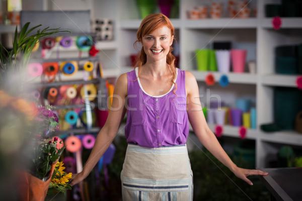 Retrato femenino florista sonriendo tienda mujer Foto stock © wavebreak_media