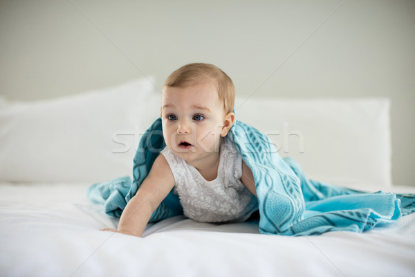 Aranyos kislány pléd ágy hálószoba lány Stock fotó © wavebreak_media