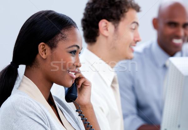 Pozytywny kobieta interesu mówić telefonu biuro działalności Zdjęcia stock © wavebreak_media
