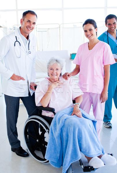 Poważny medycznych zespołu opieki starszy Zdjęcia stock © wavebreak_media