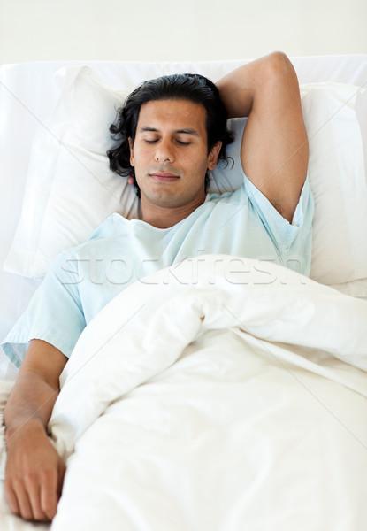 男性 患者 寝 病院用ベッド 医療 男 ストックフォト © wavebreak_media