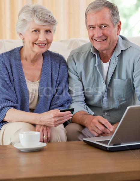 отставку пару глядя ноутбука домой компьютер Сток-фото © wavebreak_media