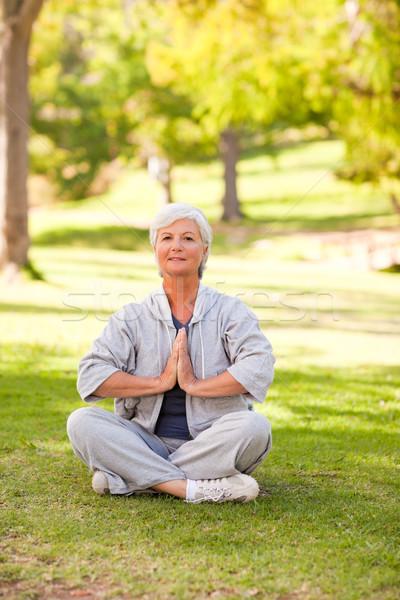 成熟した女性 ヨガ 公園 健康 スペース ストックフォト © wavebreak_media