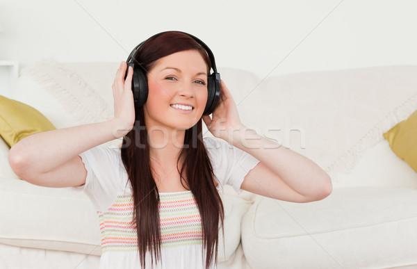 Güzel kadın kulaklık oturma halı Stok fotoğraf © wavebreak_media
